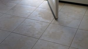 A serious problem when cleaning modern porcelain tile